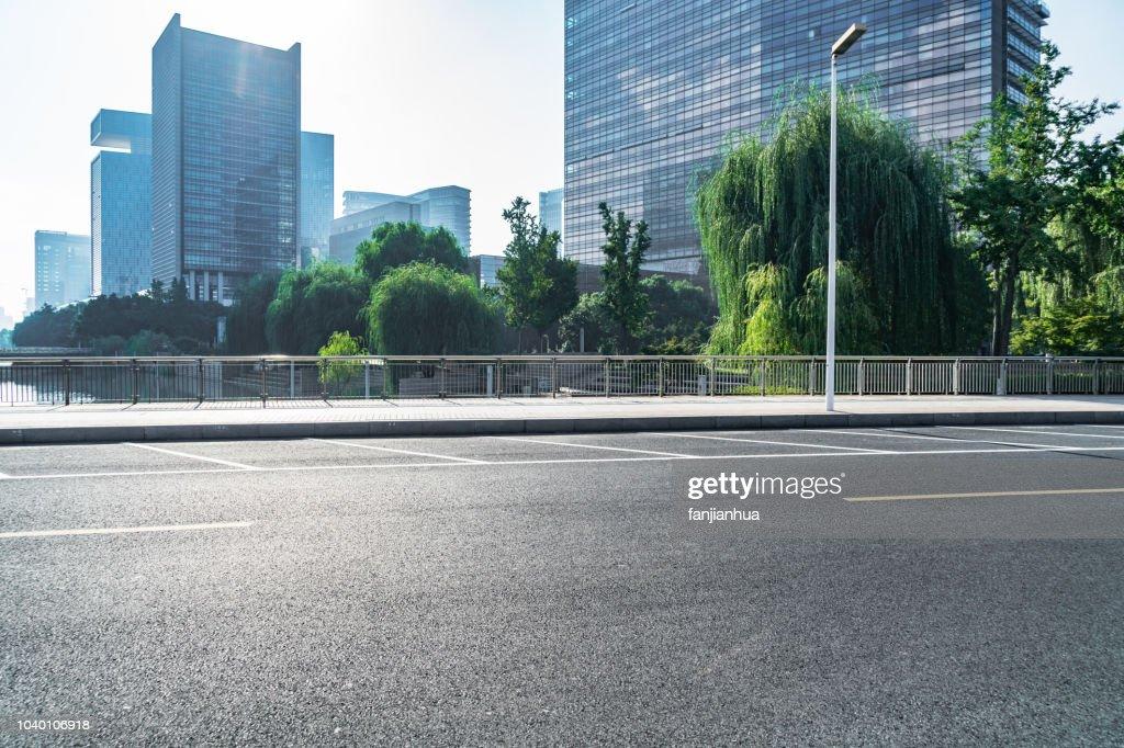 urban road with parking line : ストックフォト