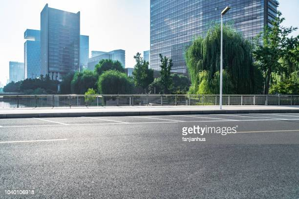 urban road with parking line - street stock pictures, royalty-free photos & images