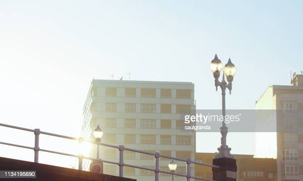 urban scene with no people with the sunlight reflecting in a building - gijón - fotografias e filmes do acervo