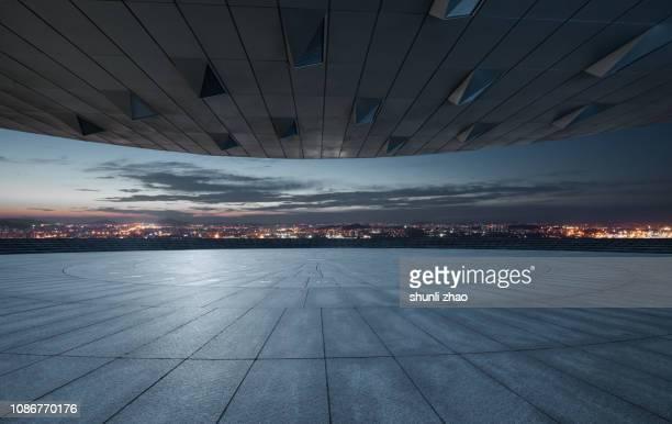 urban skyline platform - imbrunire foto e immagini stock