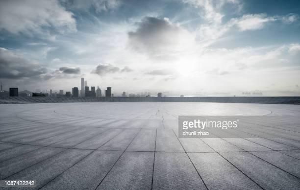 urban skyline platform - ローアングル ストックフォトと画像