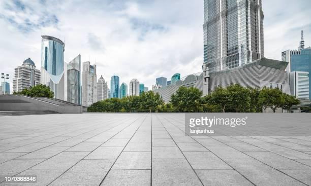 urban square,shanghai - aparcar fotografías e imágenes de stock