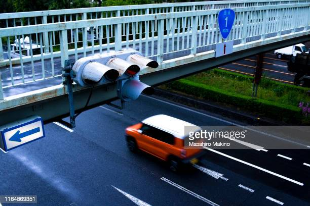 urban street - 歩道橋 ストックフォトと画像