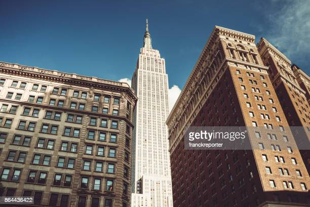 urban view of the empire state building - empire state building stock pictures, royalty-free photos & images