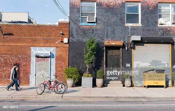 williamsburg de brooklyn de nueva york panorama urbano de la ciudad edificios de personas - williamsburg brooklyn fotografías e imágenes de stock