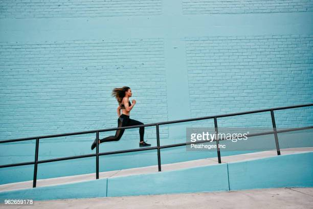 urban workout - running stock pictures, royalty-free photos & images