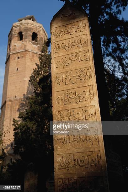 Urfa torre de reloj y otomana tumba de piedra