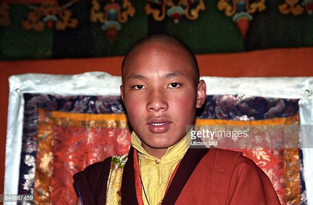 Urgyen Trinle Dorje, der 17. Karmapa und dritthoechste religioese Fuehrer Tibets, im Kloster Tsurphu in Tibet. Ueber die Identitaet des 17. Karmapa...