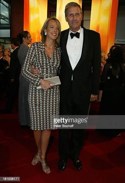 """Urich Wickert , Ehefrau Julia, Gala Verleihung """"Deutscher Fernsehpreis 2003"""", Köln, , """"Coloneum"""", roter Teppich, Promis, Prominenter, Prominente,"""