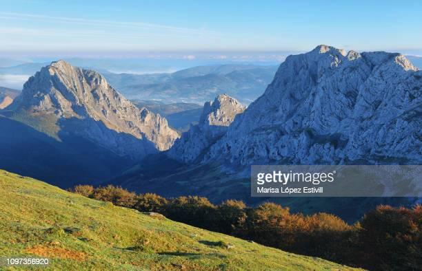 urkiola natural park landscape in spain - pais vasco fotografías e imágenes de stock