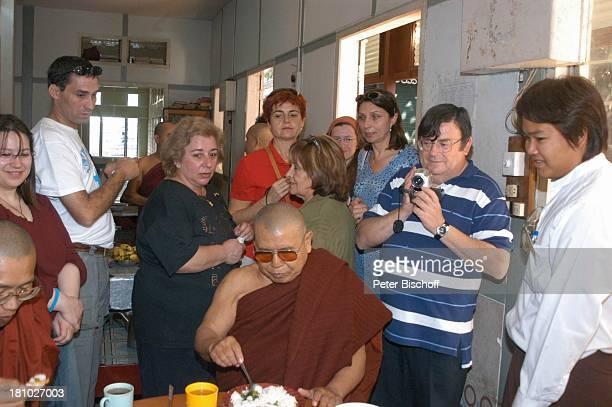Urlaub, Mahagandaya Kloster/Mandalay/Myanmar , , Mönche, Glatze, Touristen, Kamera,