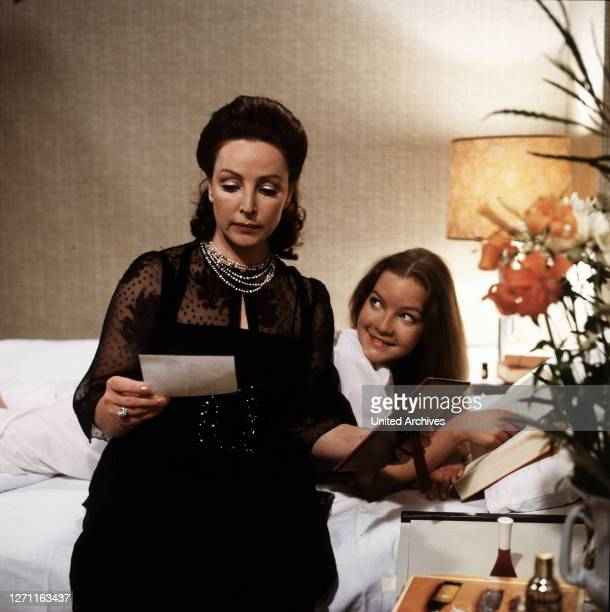 DAS TRAUMSCHIFF / Urlaubsgeschichten auf See BRD 1981 / Fritz Umgelter Frau Hork hat ihre Tochter zu einer Reise auf dem Traumschiff eingeladen EM /...