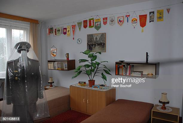 Urlaubszimmer NVAMuseum Prora OstseeInsel Rügen MecklenburgVorpommern Deutschland Europa Ostseeinsel Anzug Bett Betten Wappen Uniform Reise AS DIG...