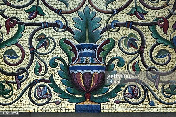 urne mit mosaikfliesen-detailarbeit - römisch stock-fotos und bilder
