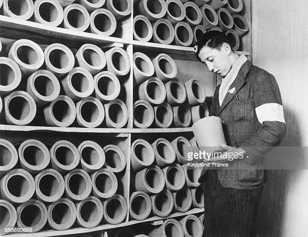 Urnes empilées qui servaient à récupérer les cendres des internés dans le camp de concentration de Struthof à Natzwiller France circa 1940