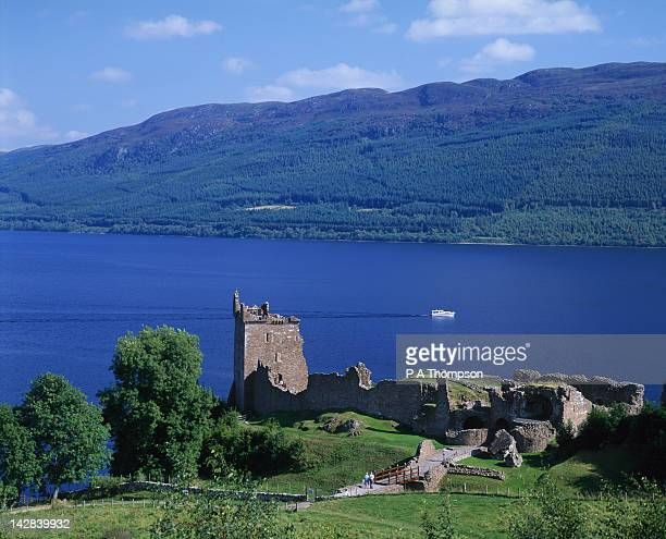urquhart castle and loch ness, highlands, scotland - loch ness stock pictures, royalty-free photos & images