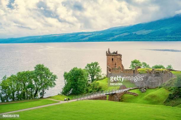 Urquhart Castle am Ufer des Loch Ness in Schottland