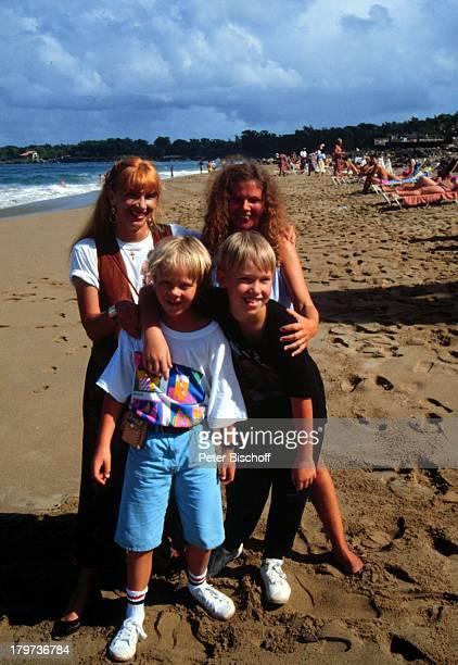 Ursela Monn mit Sohn MarkDara ElkeDetering mit Sohn FriedrichWilhelmDominikanische Republik Karibik Urlaub Strand
