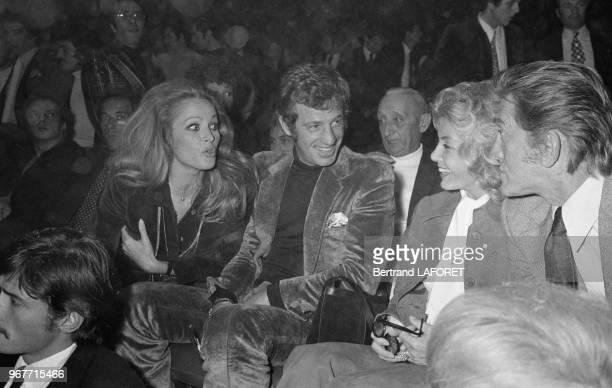 Ursula Andress et JeanPaul Belmondo avec Kirk Douglas et son épouse Anne au Palais des Sports le 28 septembre 1971 à Paris France