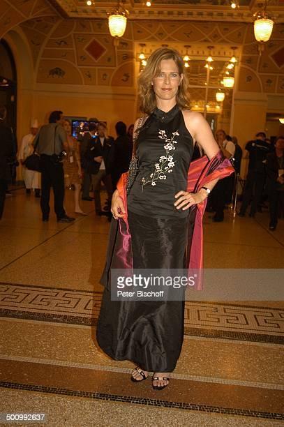 Ursula Buschhorn Bayerischer Fernsehpreis 2005 Bayerische Staatskanzlei München PNr 744/2005 Preis Blauer Panther Kleid Abendkleid Ganzkörper...