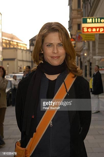 after work 2004Pressecocktail München Harpers Queens Schauspielerin Promis Prominente Prominenter