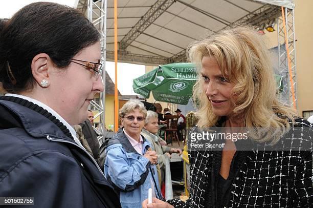 Ursula Gottwald mit Fan FanTag BRDailySerie Dahoam is Dahoam TVDorf Lansing Dachau Bayern Deutschland Europa Schauspielerin Promi BB FTP PNr 1227/2010