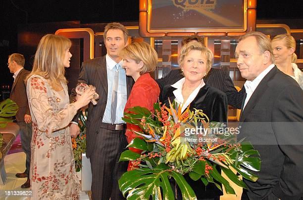 Ursula Karven Jörg Pilawa Dr Susanne Holst MarieLuise Marjan Dieter Bellmann dahinter Britta Steffen ARD/NDRRateShow 'StarQuiz mit J ö r g P i l a w...