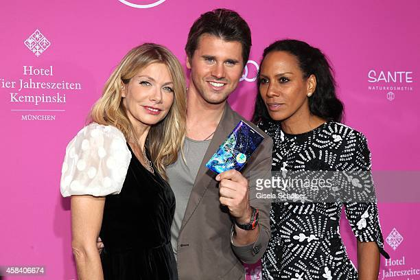 Ursula Karven Thore Schoelermann Barbara Becker with samsung handy attend the CLOSER Magazin Hosts SMILE Award 2014 at Hotel Vier Jahreszeiten on...