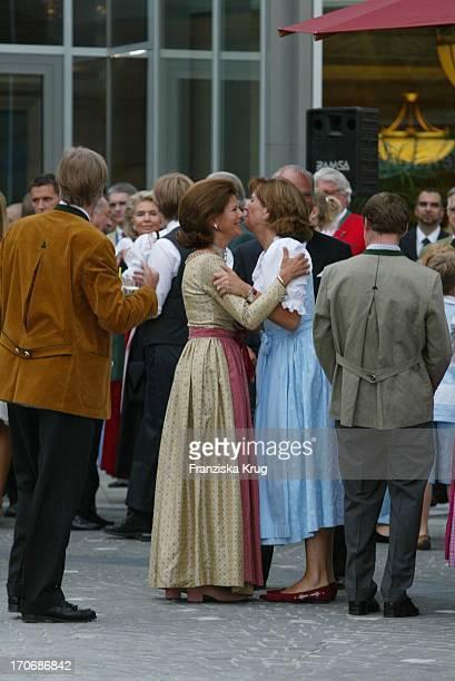 Ursula Von Bayern Begrüsst Königin Silvia Von Schweden Beim Empfang Zum 60 Geburtstag Von Leopold V Bayern Im Dorint Seehotel Rottach Egern Am...