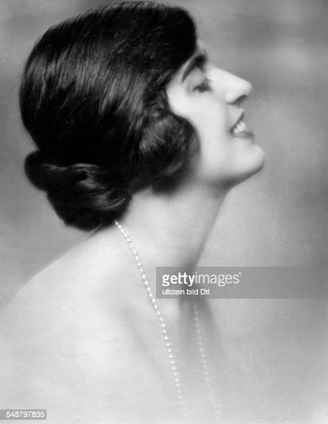 Ursula von Zedlitz *2051905 Portrait sideface about 1927 Photographer Mario von Bucovich Published by 'Der Querschnitt' 03/1927 Vintage property of...