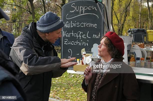 Ursula Werner Fred R Willitzkat Kurzfilm Ein Teller Suppe Berlin Deutschland Europa Film Szene Imbiss Schauspielerin Promi BB CD PNr 1809/2009