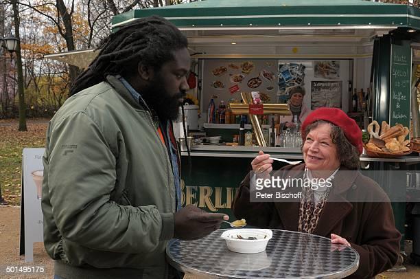 Ursula Werner Komi Mizrajim Togbonou Kurzfilm Ein Teller Suppe Berlin Deutschland Europa Film Szene Imbiss Schauspielerin Schauspieler Promi BB CD...