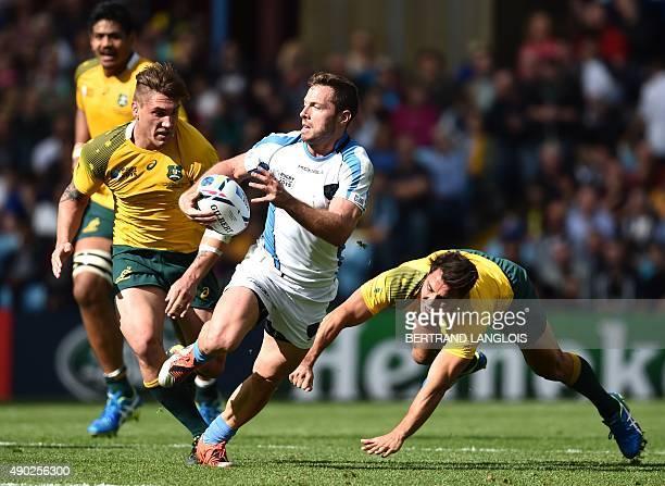Uruguary's fly half Felipe Berchesi runs past Australia's scrum half Nick Phipps and Australia's flanker Sean McMahon during the Pool A match of the...