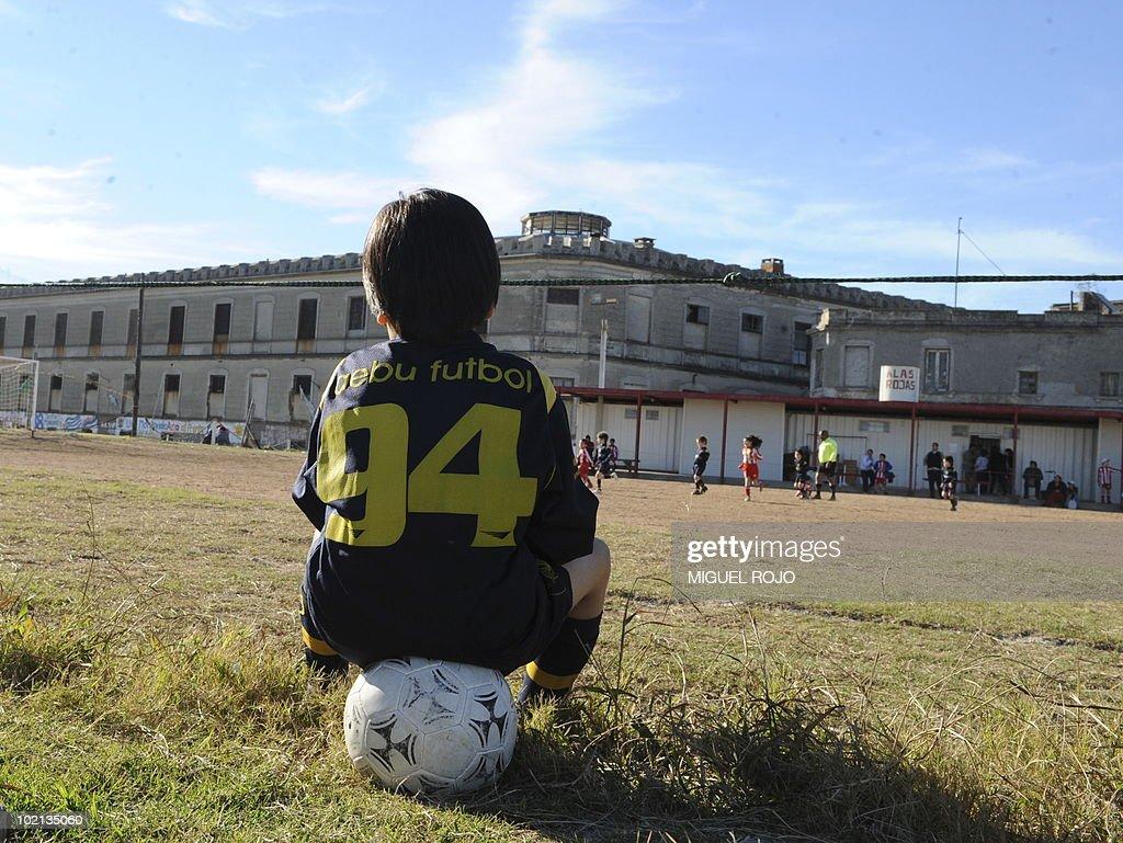 Uruguayan children play baby-football in Montevideo on June 6, 2010. AFP PHOTO/Miguel ROJO