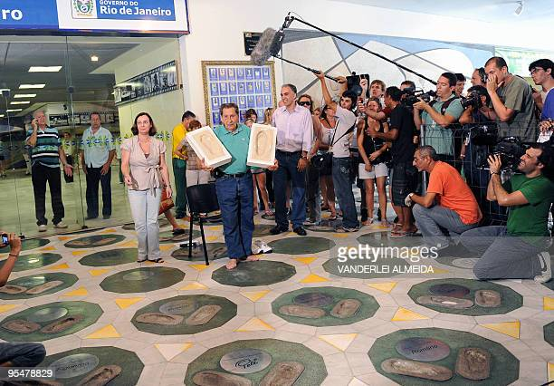 Uruguayan former footballer Alcides Ghiggia poses after leaving his footprints at Maracana's Walk Of Fame in Rio de Janeiro on December 29 2009...