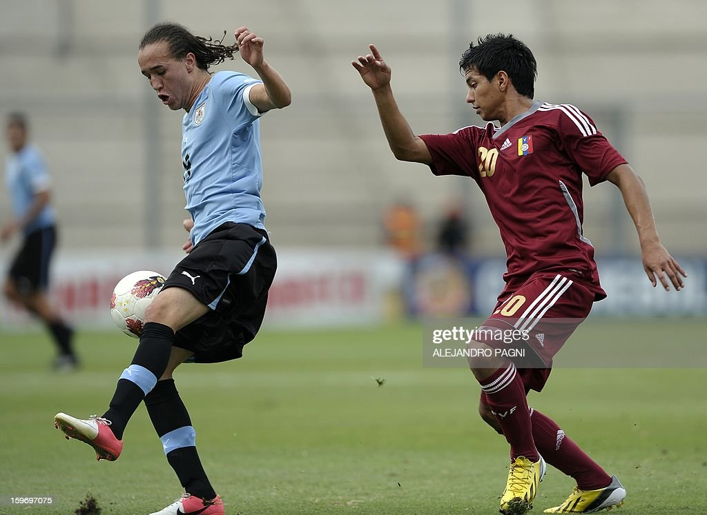 Uruguayan midfielder Diego Laxalt Suarez (L) is marked by Venezuelan midfielder Renzo Zambrano during their South American U-20 Group B football match at Bicentenario stadium in San Juan, Argentina, on January 18, 2013. Four teams will qualify for the Turkey 2013 FIFA U-20 World Cup.