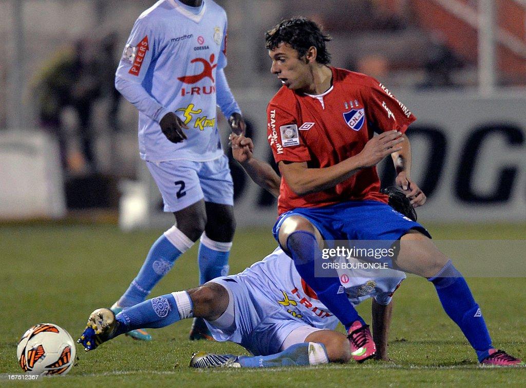 Uruguayan Nacional's player Gonzalo Bueno (R) and Peruvian Real Garcilaso's Fabio Ramos vie for the ball during their 2013 Copa Libertadores football match held at the Garcilaso de la Vega stadium, in Cuzco, Peru on April 25, 2013.