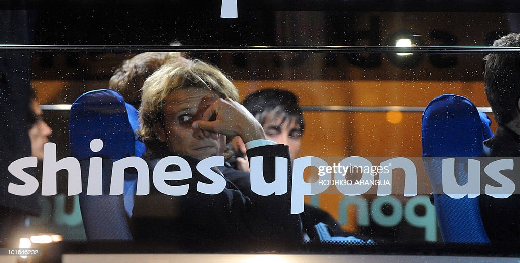 Uruguayan national football team player Diego Forlan arrives at the airport in Kimberley, South Africa on June 5, 2010. The South Africa 2010 World Cup starts on June 11. AFP PHOTO/ Rodrigo ARANGUA