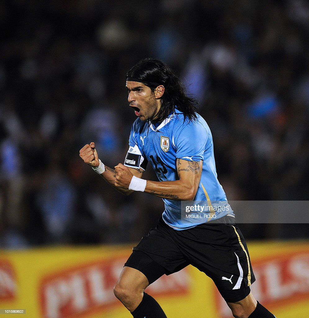 Uruguayan player Sebastian Abreu celebrates a goal against Israel during the friendly football match in Montevideo on May 26, 2010, ahead of the FIFA World Cup South Africa 2010. AFP PHOTO / Miguel ROJO