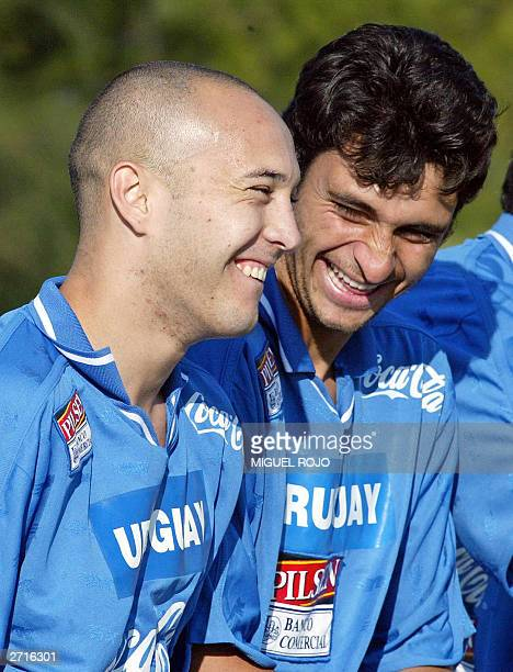 Uruguayan players Javier Chevanton from the Italian team Lecce and Carlos Bueno from Penarol of Uruguay joke at the beginning of the training session...