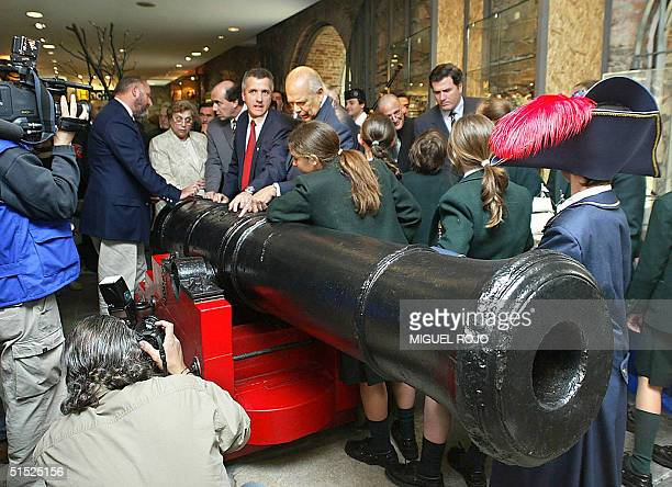 Uruguayan President Jorge Batlle 21 October 2004 watches a cannon which belonged to the HMS Agamemnon sunk in the River Plate in 1809 during a...