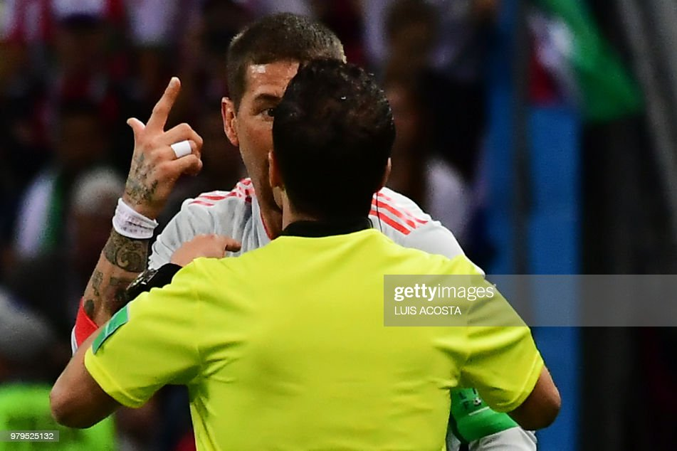 Uruguayan referee Andres Cunha speaks with Spain's defender Sergio Ramos during the Russia 2018 World Cup Group B football match between Iran and Spain at the Kazan Arena in Kazan on June 20, 2018. (Photo by Luis Acosta / AFP) / RESTRICTED