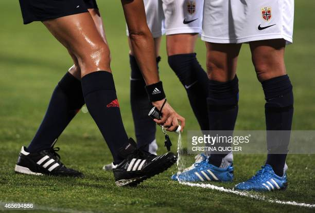 Uruguayan referee Claudia Umpierrez sprays foam on the pitch during the Algarve Cup football match Norway vs Switzerland at the Estadio Municipal in...