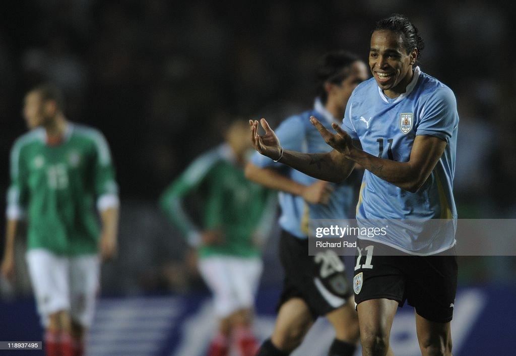 Uruguay v Mexico - Group C Copa America