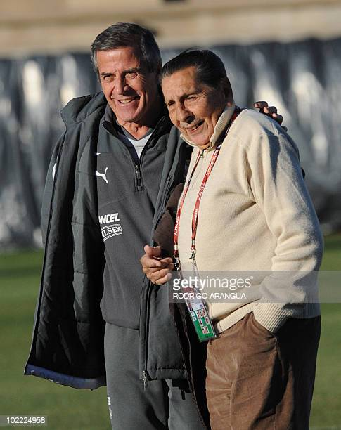 Uruguay's coach Oscar Tabarez talks with Uruguayan football legend and 1950 World Champion Alcides Edgardo Ghiggia during a team training session at...