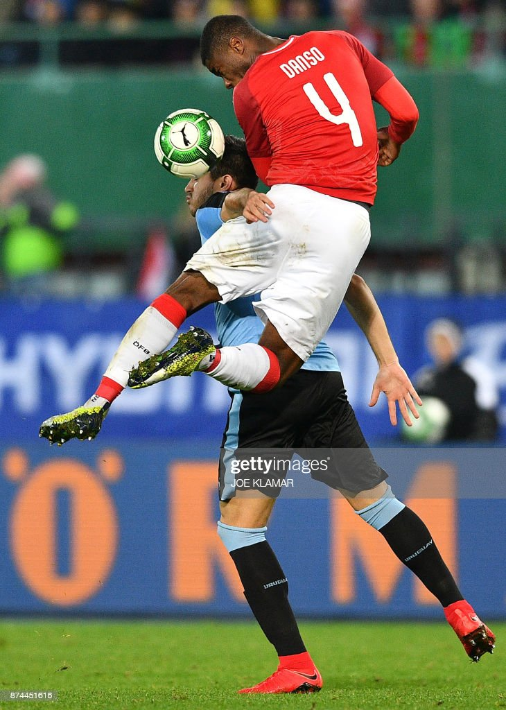 Uruguay's Cristian Stuani (L) and Austria's Kevin Danso vie for the ball during an international friendly football match between Austria and Uruguay in Vienna, Austria on November 14, 2017. /