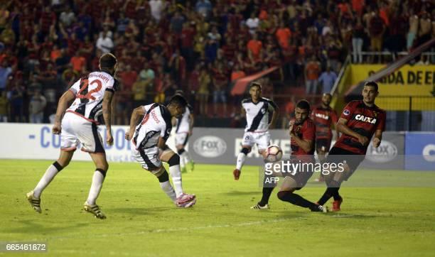 Uruguay's Danubio player Matias de los Santos vies for the ball with Brazil's Sport Recife Ronaldo Alves and Diego Souza during their Copa...