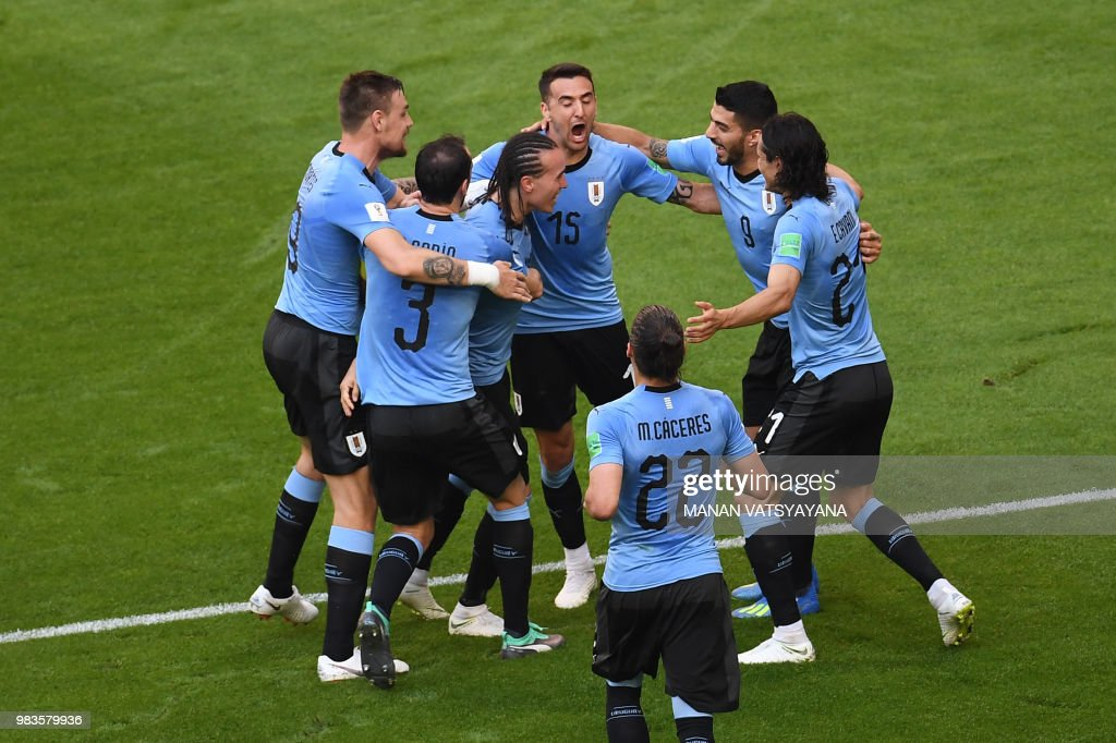 TOPSHOT - Uruguay's defender Diego Laxalt (3L) celebrates with his team-mates after scoring their second goal during the Russia 2018 World Cup Group A football match between Uruguay and Russia at the Samara Arena in Samara on June 25, 2018. (Photo by Manan VATSYAYANA / AFP) / RESTRICTED