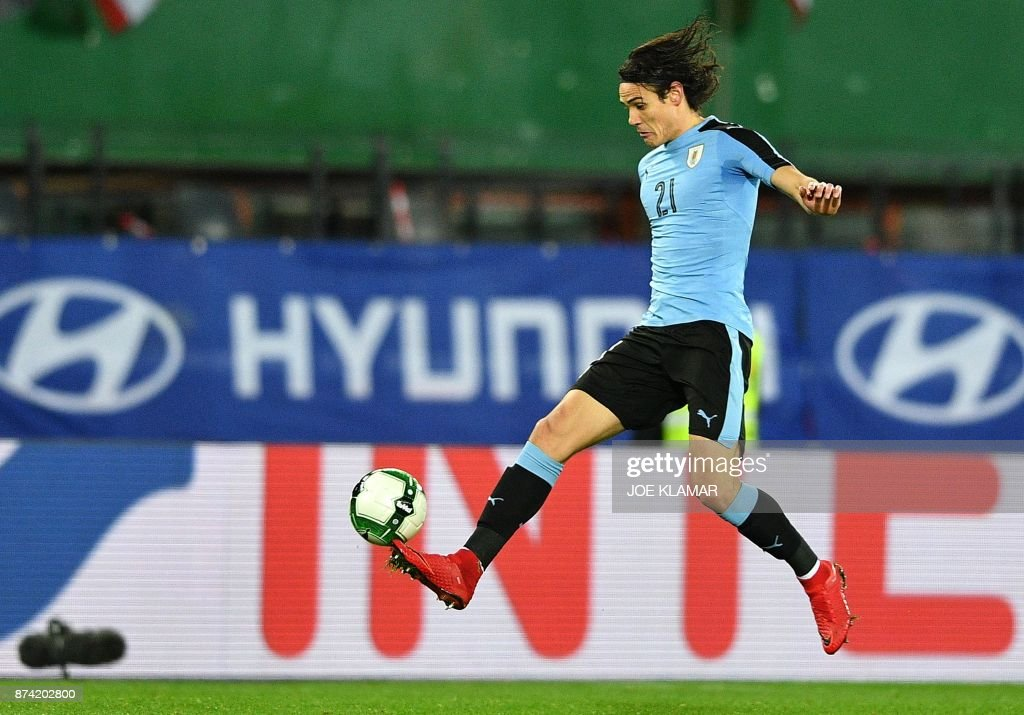 Uruguay's Edinson Cavani kicks the ball during the international friendly football match Austria v Uruguay in Vienna, on November 14, 2017. /