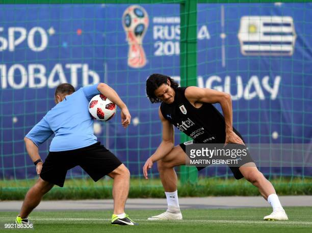 TOPSHOT Uruguay's forward Edinson Cavani attends a training session on July 5 2018 at the Sports Centre Borsky in Nizhny Novgorod on the eve of their...